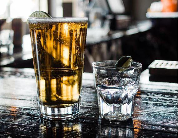 Drinks à base de cerveja? Conheça 4 coquetéis para quem não abre mão da bebida