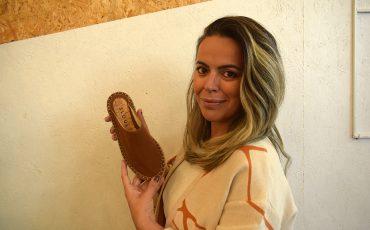 A empreendedora Débora Dornelles abre a primeira loja de sapatos ecológicos no MULTI Open Shopping – crédito Arquivo Pessoal